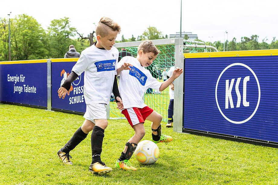 Weihnachtsgeschenke Für Kinder 2019.Ksc Fußballschule Das Perfekte Weihnachtsgeschenk Karlsruher Sc
